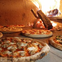 Pizzas only take 5-7 mins to cook...depending how many pizzas are ahead of you, of course!