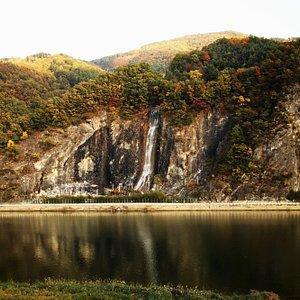 Yangbaek Fall