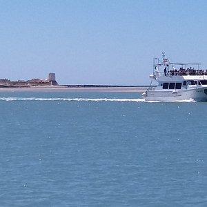 Nuestro catamarán con capacidad para 110 pasajeros donde realizamos todas nuestras excursiones.