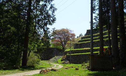 六段壁(石垣が六段の雛壇状になっています)。