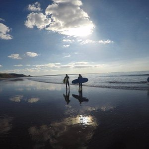 Surf lesson at Newgale Sands