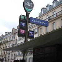 Arrêt de bus desservant le passage