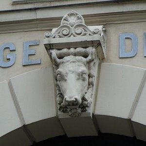 Tête de vache en façade