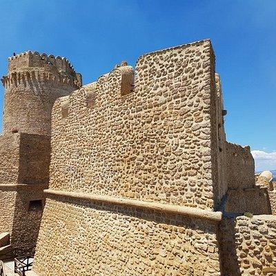 I bastioni tipici dell'architettura aragonese