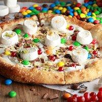 Пицца с маршмеллоу,нутеллой, сливочным сыром и M&M's