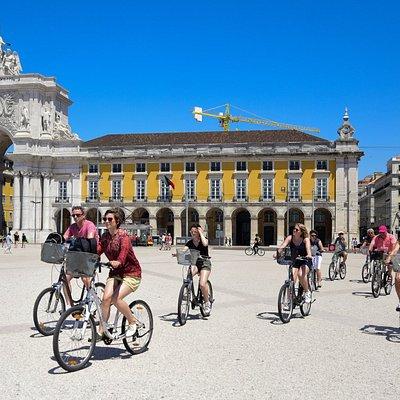 Lisbon Bike Tour through Praça do Comércio. Energy renewed after a delicious Pastel de Nata!
