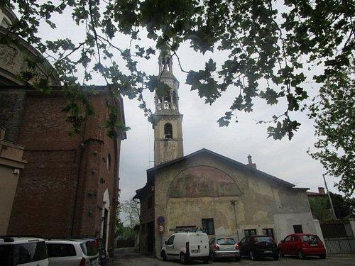 La chiesa col parcheggio
