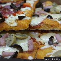 Pizza por corte, cada uno puede escoger el trozo y cantidad que quiera..