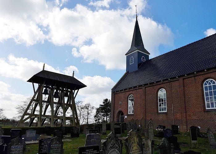 Klokkenstoel met DRIE klokken; heel bijzonder in Nederland