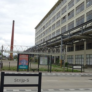 Strijp-S; een woon- en winkelwijk in voormalige Philips-fabrieken