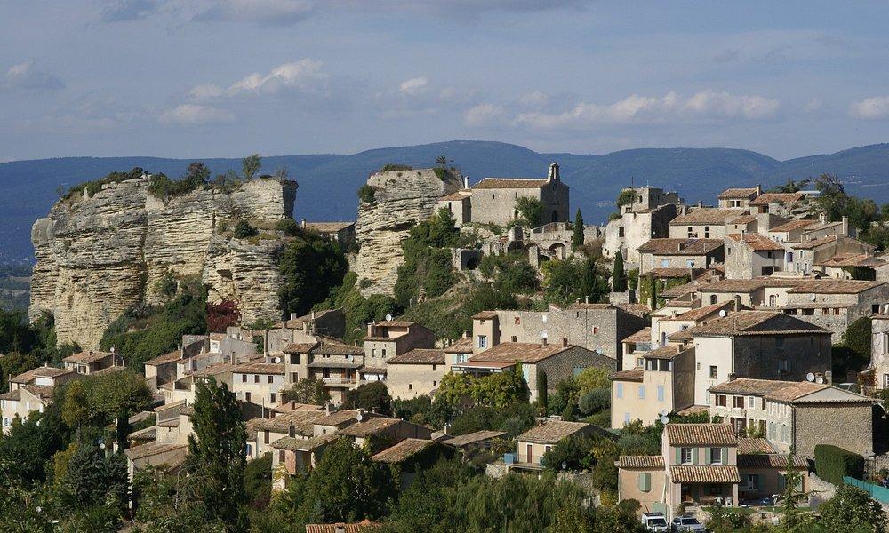 Rocher et Village