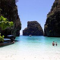 vu de la plage de Loh Samah Bay