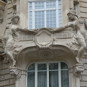 Sculptures en façade