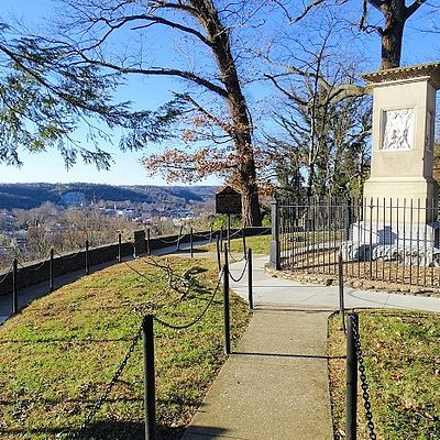 daniel boone grave site with views of Frankfort
