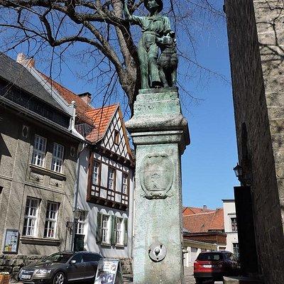 Der Schachtbrunnen, Quedlinburg, Alemania.