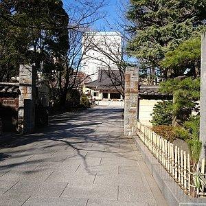 霊巌寺山門