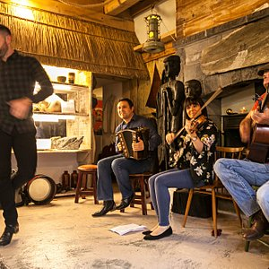 Live entertainment. BackWest Trad Music.