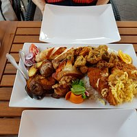 Csaladi tal 2 szemefyre - the 'everything' plate for 2.
