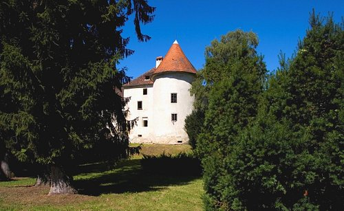 The Erdödy Castle view from the park