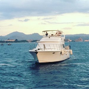 La Banca Cruises offers day and night cruises