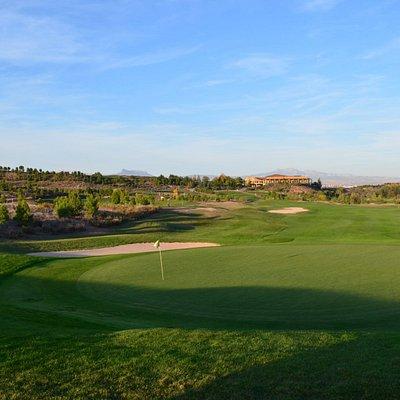 Vista de la casa Club desde el green del hoyo 1