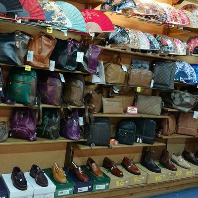 El Caimán es una tienda especializada en marroquinería artesanal de alta calidad.