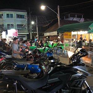 Pratu Chai Market
