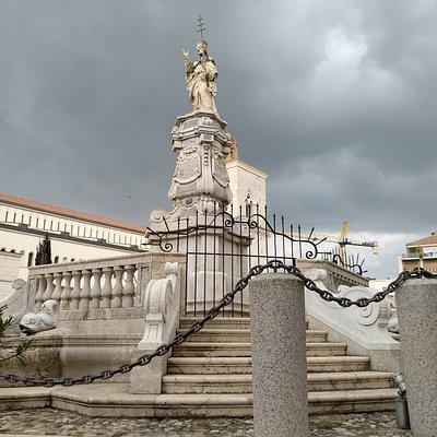Fontana delle Catene
