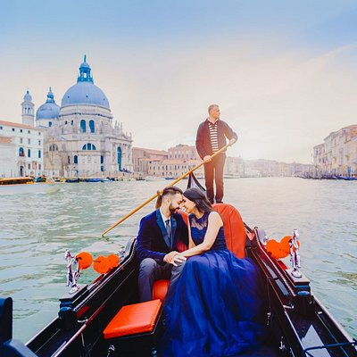 Gondola ride with your private photographer in Venice