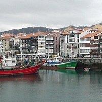 Puerto de Lekeitio - Paseo maritimo, restaurantes y terrazas con muy buenos pinchos.