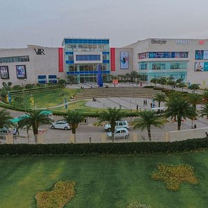 Built on a sprawling area of 22 acres on the arterial NH 21, Chandigarh Kharar Highway.