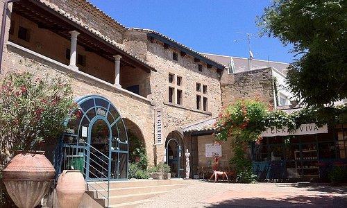 La Maison de la terre à St Quentin la Poterie : musée et galerie