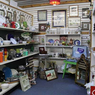 Kitchen items, small furniture, large selection of items