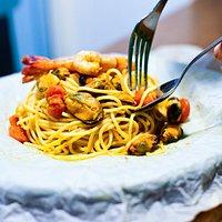 Aromatico plato de Spaghetti de marisco / An aromatic dish of spaghetti
