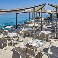 Enjoy your lunch by the sea!