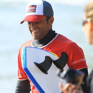 Eddy : votre moniteur guide et coach, your surf instructor, surf guide and coach