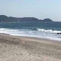南房総市の和田浦駅からすぐのビーチです。 トイレの写真は無いですが綺麗なのが有りましたし、夏のシーズンならシャワーも完備。  サーファーさんもだけど、バーベキュー等の家族連れも楽しめると思いま