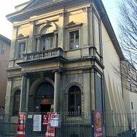 Vista frontale dell'ex chiesa