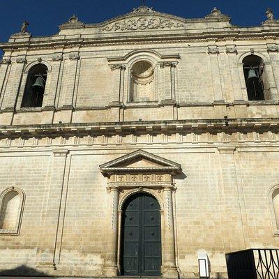 la semplice facciata ottocentesca
