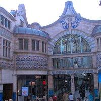 Royal Arcade. Fachada de la entrada Este.