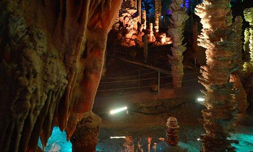 Le Gouffre de l'Aven Armand en Lozère - Visite d'une grotte souterraine à 100m sous Terre.