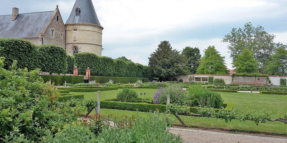 château de Bouthéon et son jardin