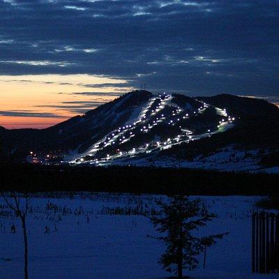 Le Mont-Orignal, 28 pistes de ski dont 11 éclairées!