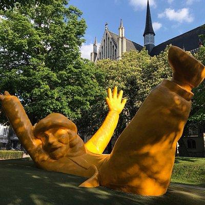 Рядом с Собором Святого Румольда/Close to Saint-Rumbold's Cathedral