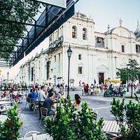 Nuestra fresca terraza con la mejor vista hacia la basílica catedral de León