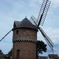 le moulin de la lande du Crach, sur la route du cimetiere de La Clarté, près de Perros Guirec