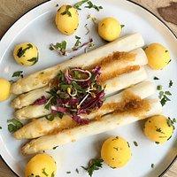 Sparris med krisp och små potatisar (Det var sparris-säsong)
