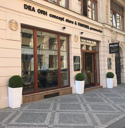 Dea Orh concept store & Fantinel prosecco bar