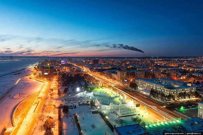 Вид на город Благовещенск в зимнее время года.