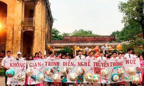 Exeriencing Hue Traditonal Craft Tour of students from Nha Trang University